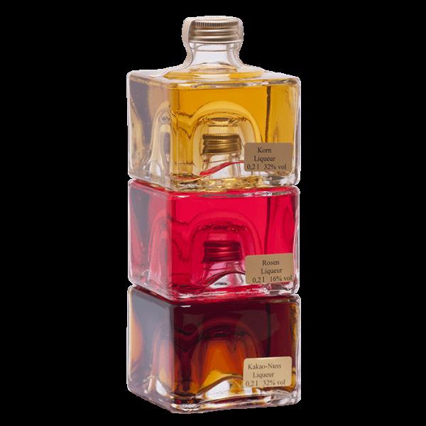 Stapelbare Würfelflasche gefüllt mit verschiedenen Spezialitäten je 0,2 l